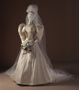 Woman's_Two-piece_Dress_(Wedding)_LACMA_M.70.90a-b